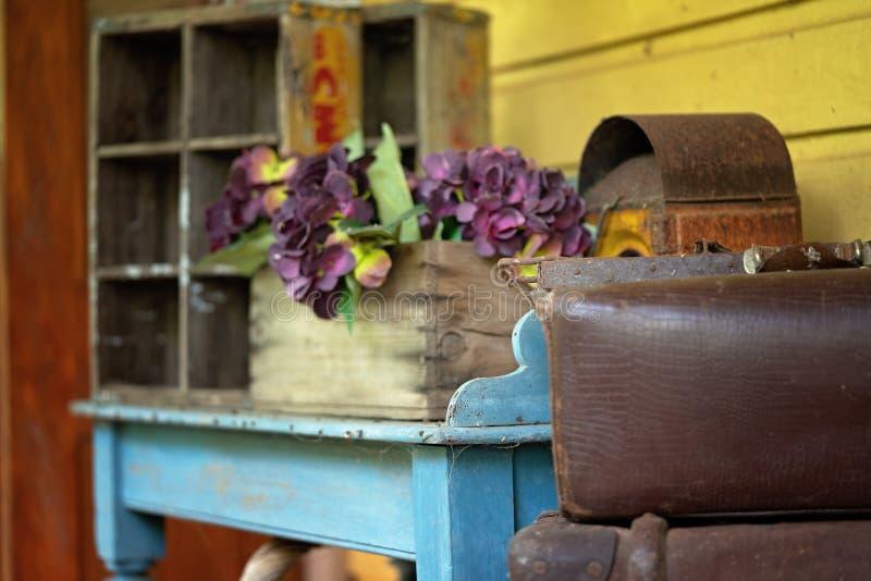 Δύο παλαιές βαλίτσες δέρματος στενό σε επάνω στοκ φωτογραφία