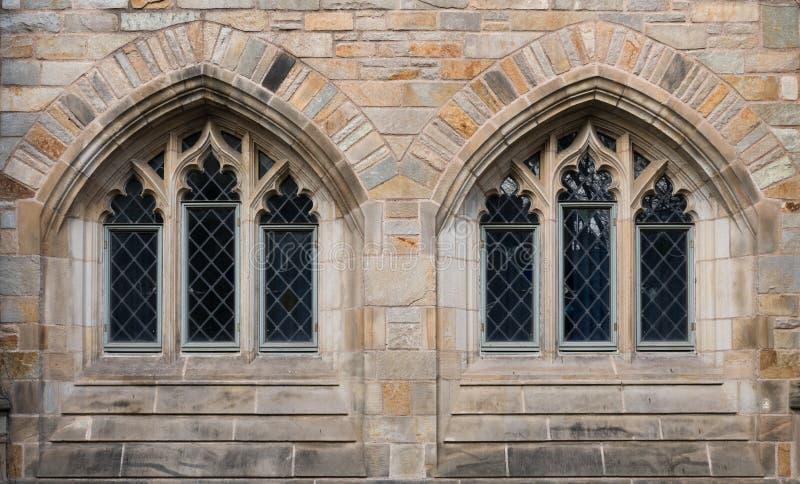 Δύο παράθυρα σε νεογοτθικό στοκ φωτογραφίες