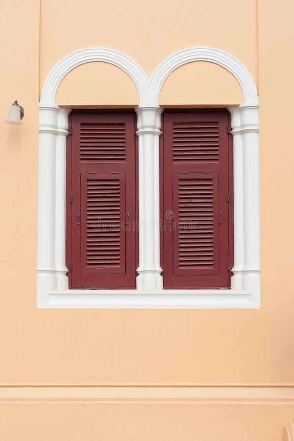 Δύο παράθυρα στο νεογοτθικό ύφος στοκ εικόνες
