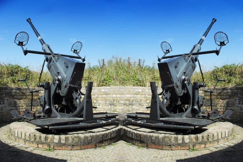 Δύο παλαιά αντιαεροπορικά πυροβόλα όπλα στοκ φωτογραφία με δικαίωμα ελεύθερης χρήσης