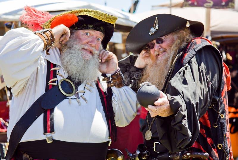 Δύο παλαιοί πειρατές στο φεστιβάλ πειρατών στοκ φωτογραφία με δικαίωμα ελεύθερης χρήσης