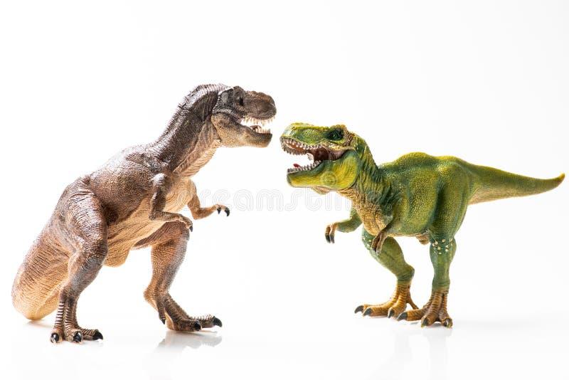 Δύο πλαστικά ειδώλια τ -τ-rex στοκ εικόνα