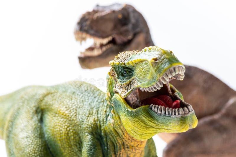 Δύο πλαστικά ειδώλια τ -τ-rex στοκ φωτογραφία