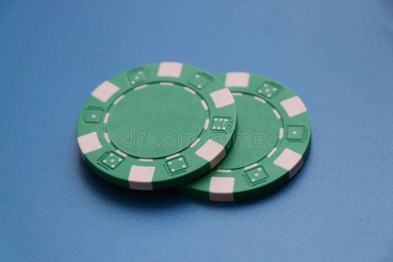 Δύο πράσινα σημεία για το παιχνίδι roullete ή κάποιο πόκερ στοκ εικόνα