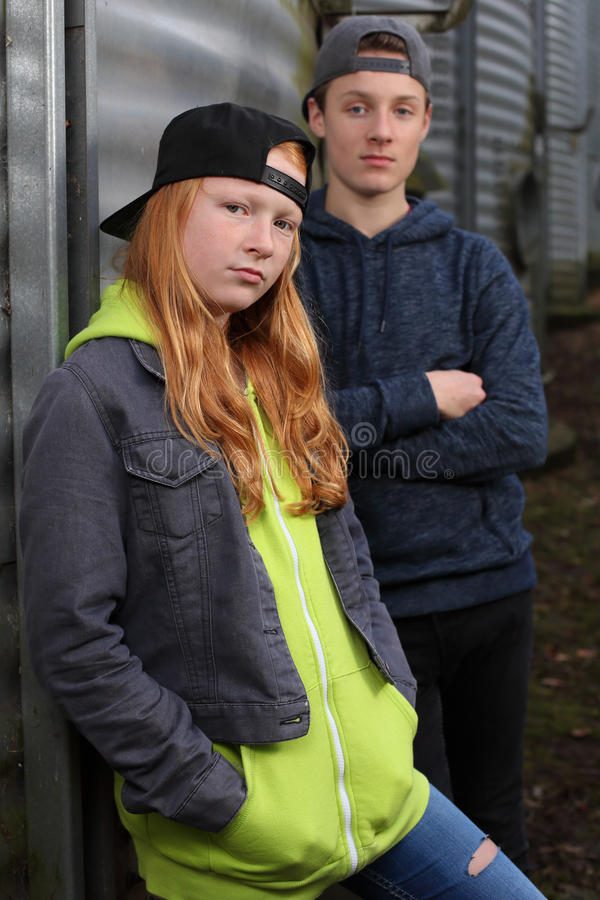 Δύο δροσίζουν teens στοκ εικόνα με δικαίωμα ελεύθερης χρήσης