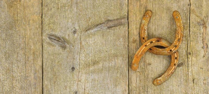 Δύο σκουριασμένα και ηλικίας παπούτσια αλόγων στοκ φωτογραφία με δικαίωμα ελεύθερης χρήσης