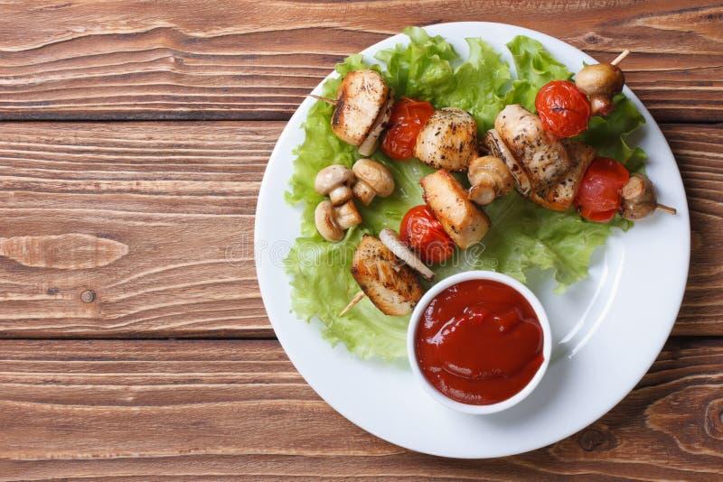 Δύο τηγανισμένο κρέας κοτόπουλου με τη τοπ άποψη λαχανικών στοκ φωτογραφία