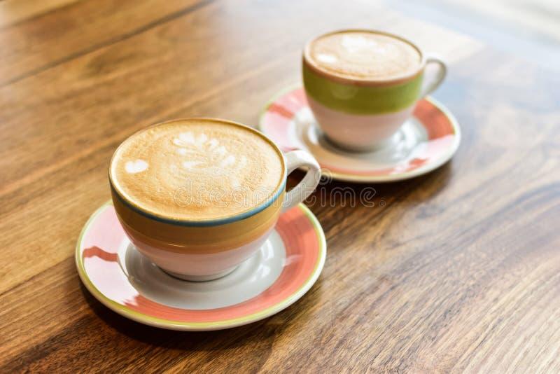 Δύο φλυτζάνια του cappuccino στοκ φωτογραφία