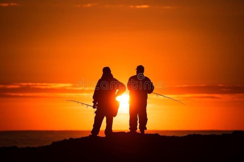 Δύο ψαράδες στην ανατολή στοκ εικόνες