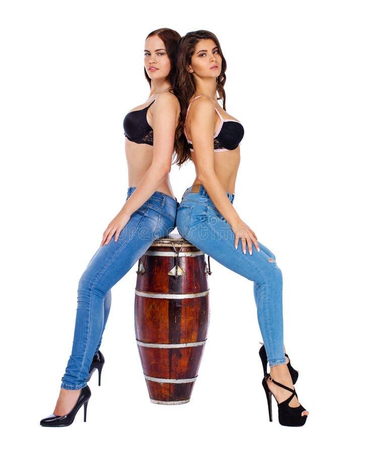 Δύο όμορφες γυναίκες berunette στοκ εικόνες