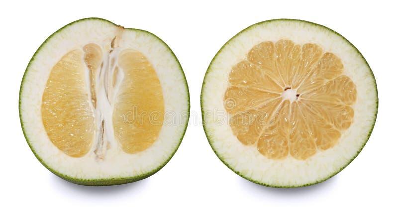 Δύο pomelos που κόβονται στο μισό στοκ φωτογραφία