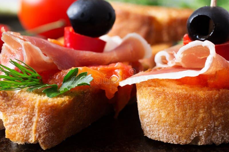 Δύο tapas με το jamon με την ντομάτα στοκ εικόνα