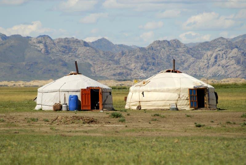 Δύο yurts στη στέπα, Μογγολία στοκ φωτογραφία