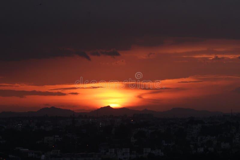 Δύση της Βαγκαλόρη οριζόντων τοπίων ηλιοβασιλέματος goldenhue στοκ εικόνες