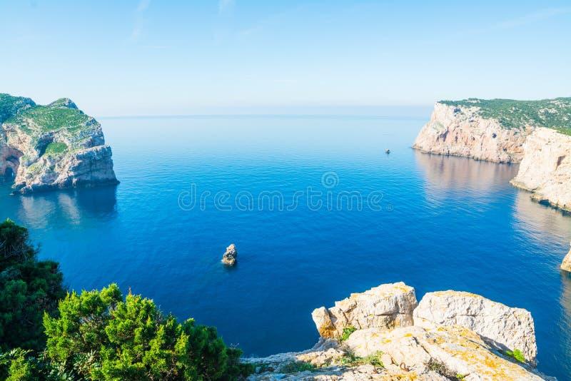 Δύσκολη ακτή σε Capo Caccia στοκ φωτογραφίες με δικαίωμα ελεύθερης χρήσης