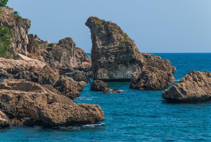 Δύσκολη ακτή της Μεσογείου στοκ εικόνες