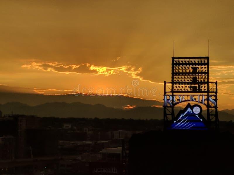 Δύσκολο ηλιοβασίλεμα βουνών στοκ φωτογραφίες με δικαίωμα ελεύθερης χρήσης