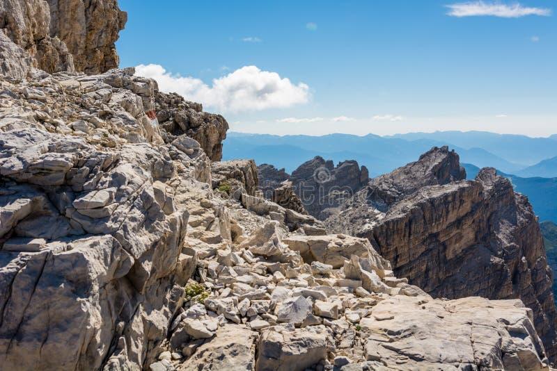 Δύσκολο μονοπάτι βουνών στοκ εικόνες με δικαίωμα ελεύθερης χρήσης