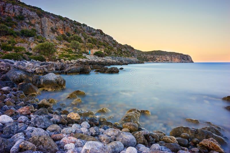 Δύσκολη ακτή κοντά σε Monemvasia στοκ φωτογραφία με δικαίωμα ελεύθερης χρήσης