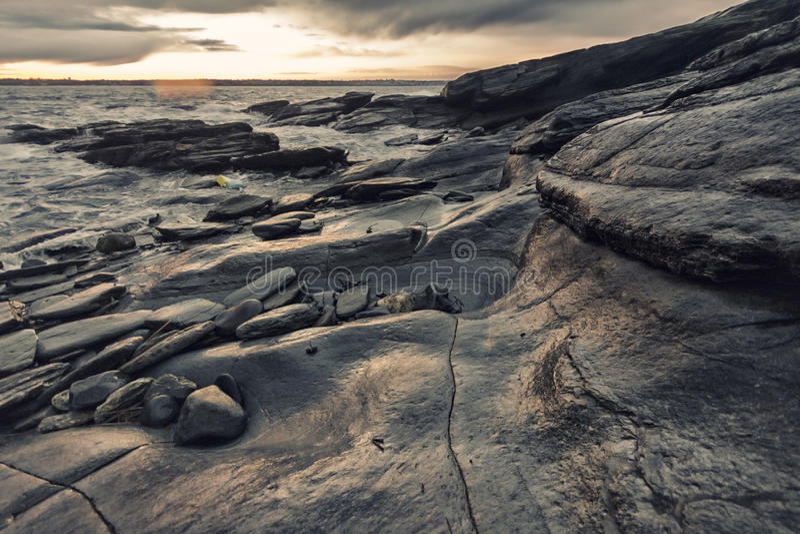 Δύσκολη ακτή στο Ρόουντ Άιλαντ στοκ εικόνα με δικαίωμα ελεύθερης χρήσης