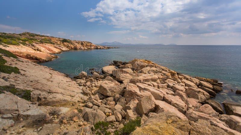 Δύσκολη ακτή του Αιγαίου πελάγους σε Glyfada, Ελλάδα Φύση στοκ εικόνες με δικαίωμα ελεύθερης χρήσης