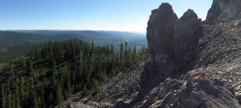 Δύσκολη πεζοπορία βουνών και τοπίο κορυφογραμμών στοκ φωτογραφία με δικαίωμα ελεύθερης χρήσης