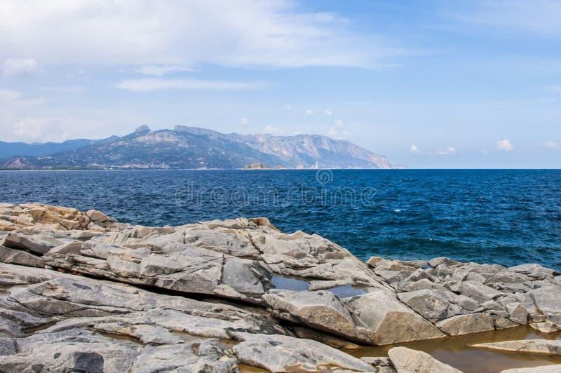 Δύσκολο νησί Ιταλία της Σαρδηνίας sardegna αρχιπελαγών ακτών στοκ φωτογραφία με δικαίωμα ελεύθερης χρήσης