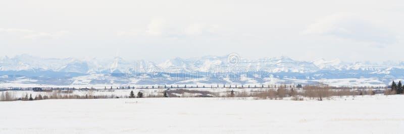 Δύσκολο πανόραμα βουνών λιβαδιών στοκ εικόνες