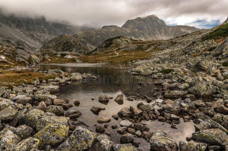 Δύσκολο τοπίο στα υψηλά βουνά Tatra στοκ εικόνες