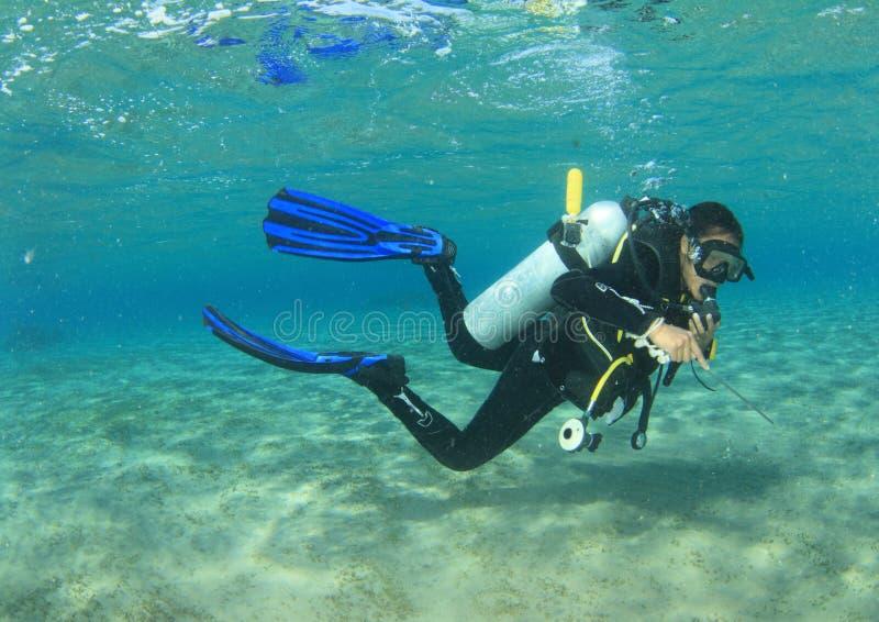 Δύτης - κορίτσι υποβρύχιο στοκ φωτογραφίες με δικαίωμα ελεύθερης χρήσης