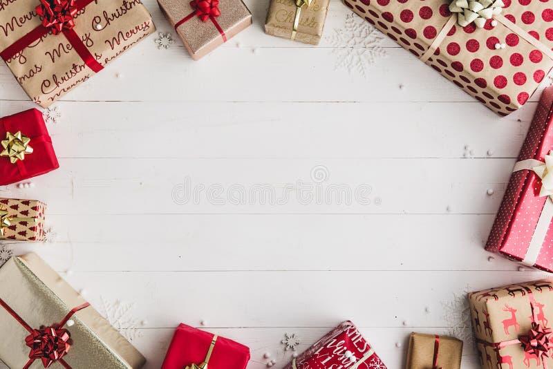 δώρα Χριστουγέννων που τυλίγονται