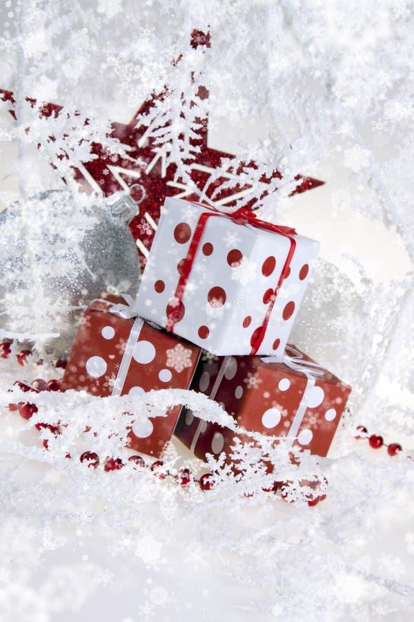 Download δώρα Χριστουγέννων στοκ εικόνες. εικόνα από πράσινος - 17057926