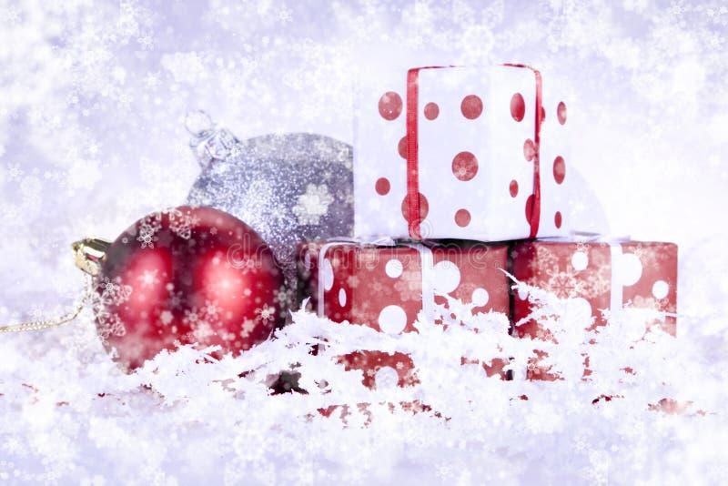 Download δώρα Χριστουγέννων στοκ εικόνες. εικόνα από διακοσμητικός - 17057960