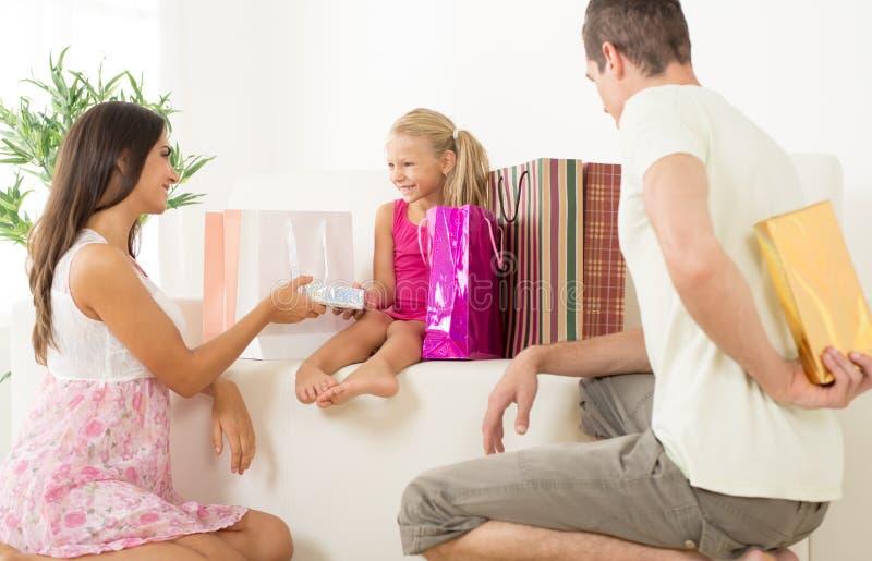Δώρο για την κόρη στοκ εικόνα με δικαίωμα ελεύθερης χρήσης