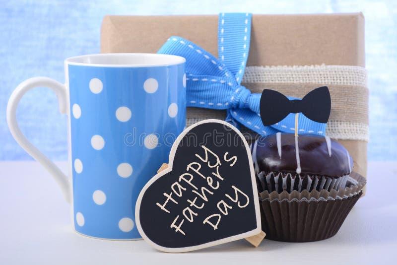 Δώρο ημέρας πατέρων cupcake στοκ φωτογραφία με δικαίωμα ελεύθερης χρήσης