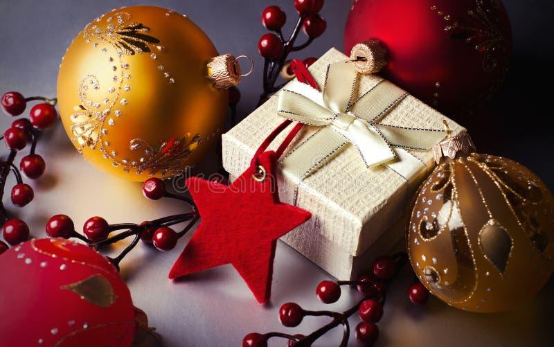 Δώρο και διακοσμήσεις Χριστουγέννων στοκ φωτογραφία με δικαίωμα ελεύθερης χρήσης