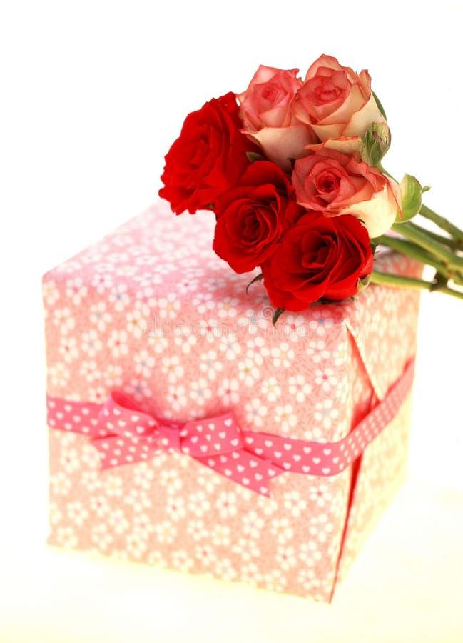 Download δώρο κιβωτίων στοκ εικόνες. εικόνα από συσκευασία, διακόσμηση - 107188
