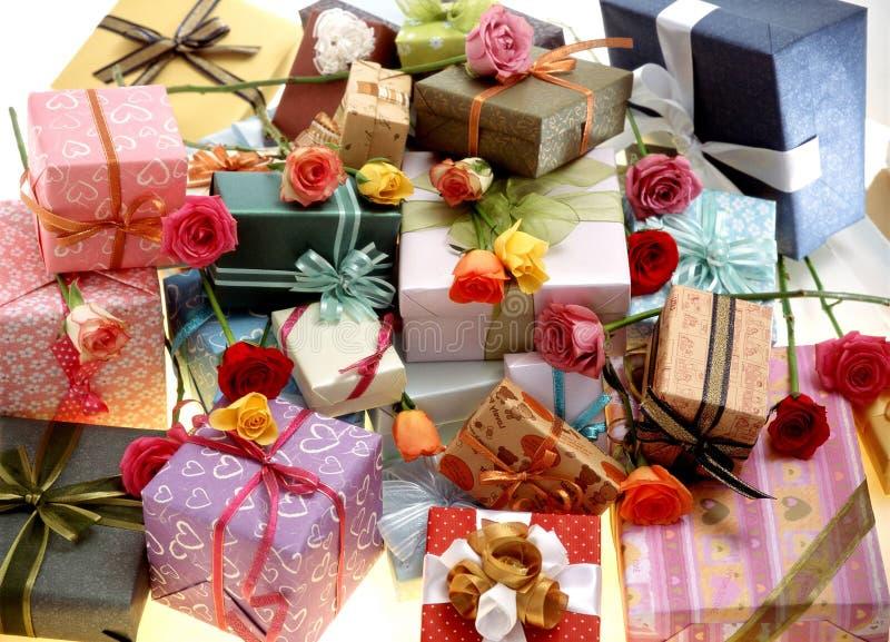 Download δώρο κιβωτίων στοκ εικόνα. εικόνα από κορδέλλα, διακόσμηση - 111437