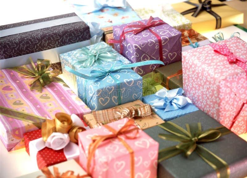 Download δώρο κιβωτίων στοκ εικόνα. εικόνα από κορδέλλα, διακόσμηση - 111453