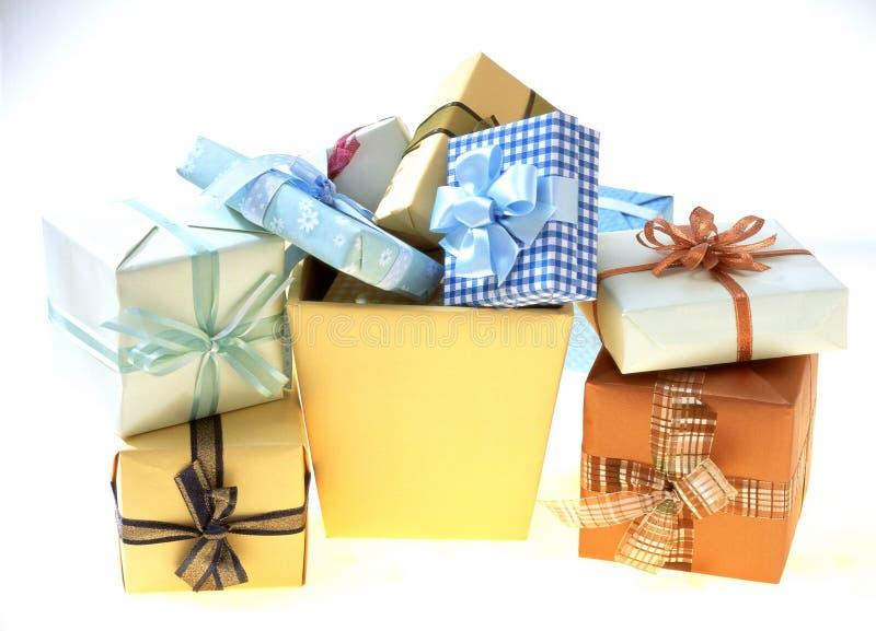 Download δώρο κιβωτίων στοκ εικόνα. εικόνα από τύλιγμα, boxcar, διακόσμηση - 113597