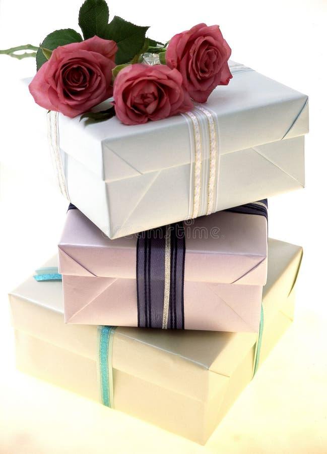 Download δώρο κιβωτίων στοκ εικόνες. εικόνα από εορτασμός, boxcar - 113774