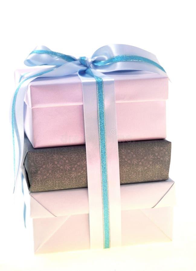 Download δώρο κιβωτίων στοκ εικόνες. εικόνα από τύλιγμα, διακόσμηση - 113776