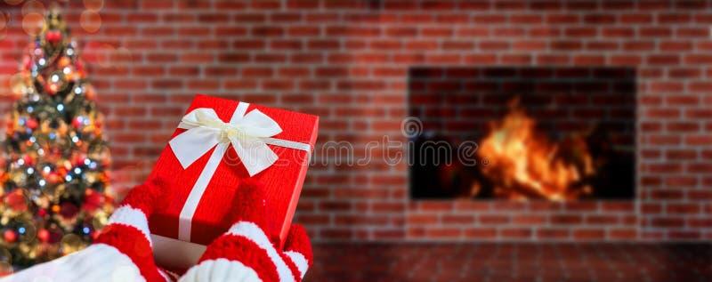 Δώρο Χριστουγέννων εκμετάλλευσης για το κόμμα Εορτασμός και καλή χρονιά στοκ φωτογραφία με δικαίωμα ελεύθερης χρήσης