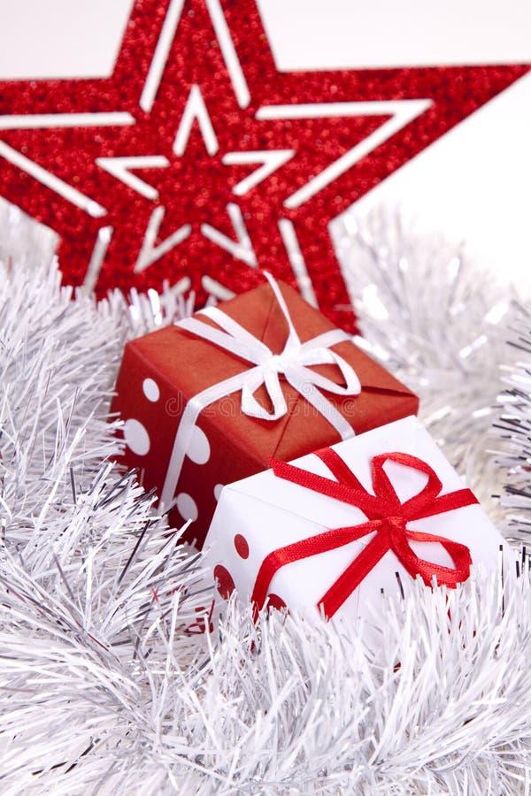 Download δώρο Χριστουγέννων στοκ εικόνα. εικόνα από ασήμι, αντικείμενο - 17057045