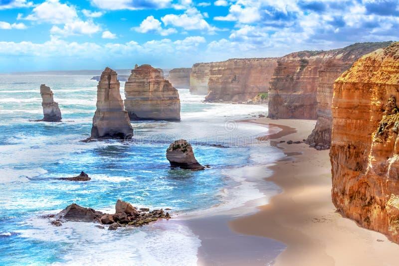 Δώδεκα απόστολοι κατά μήκος του μεγάλου ωκεάνιου δρόμου στην Αυστραλία στοκ εικόνες