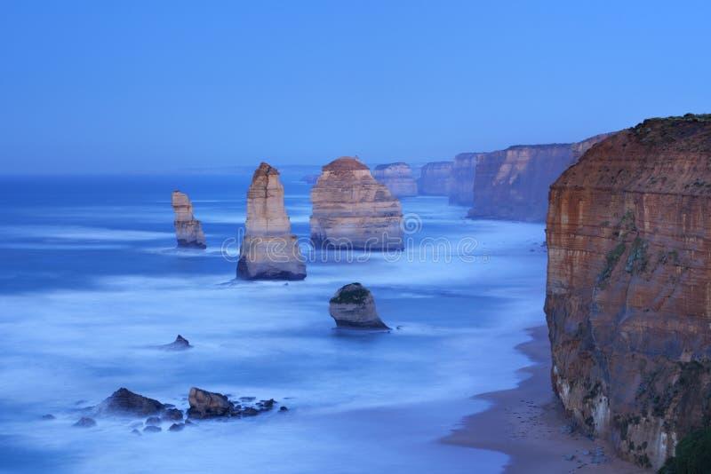 Δώδεκα απόστολοι στο μεγάλο ωκεάνιο δρόμο, Αυστραλία στην αυγή στοκ εικόνες