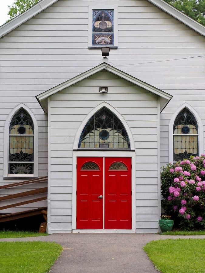 Είσοδος εκκλησιών χώρας με την εσωκλειόμενη είσοδο αλκοβών στοκ εικόνα