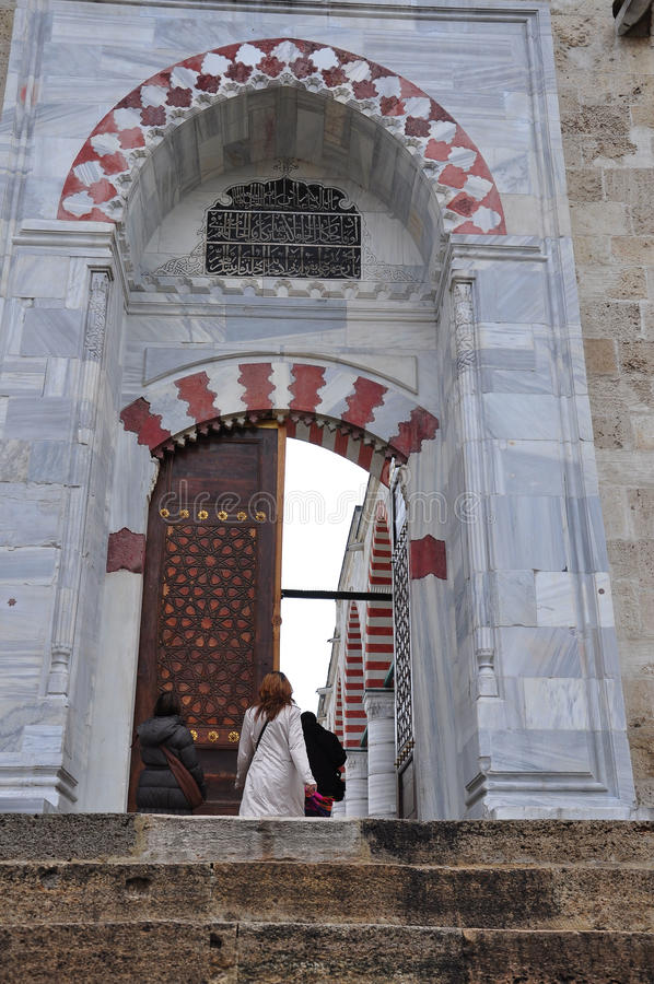 Είσοδος ενός μουσουλμανικού τεμένους στοκ εικόνα