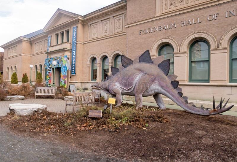 Είσοδος και Stegosaurus μουσείων του Μπερκσάιρ στοκ φωτογραφία με δικαίωμα ελεύθερης χρήσης