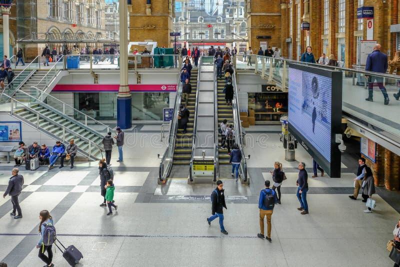 Είσοδος κυλιόμενων σκαλών στην είσοδο οδών Liverpoor στοκ φωτογραφίες με δικαίωμα ελεύθερης χρήσης